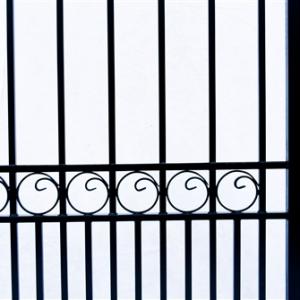 London Style Dual Swing Steel Driveway Gate Image 2