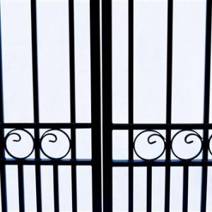 London Style Dual Swing Steel Driveway Gate Image 4
