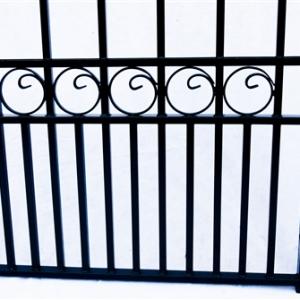 London Style Dual Swing Steel Driveway Gate Image 6