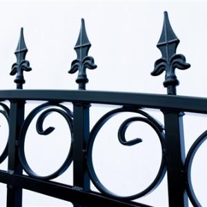 Prague Style Dual Swing Steel Driveway Gate Image 10