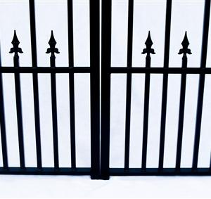Prague Style Dual Swing Steel Driveway Gate Image 6
