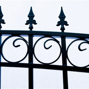 Prague Style Dual Swing Steel Driveway Gate Image 9