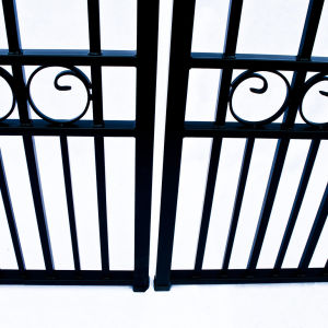 Moscow Style Dual Swing Steel Driveway Gate Image 4