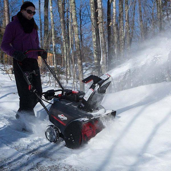 Briggs & Stratton 22 Inch Snow Thrower 3