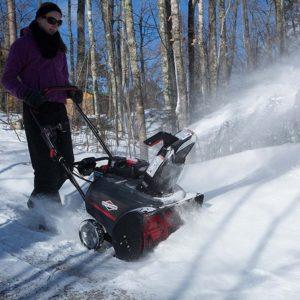 Briggs & Stratton 27 Inch Snow Thrower 3